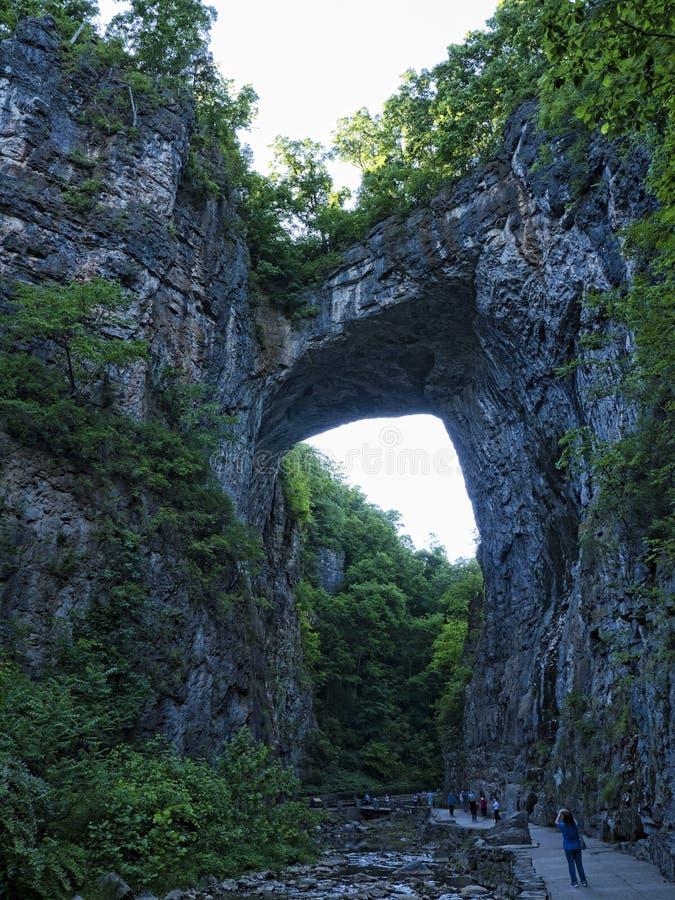 Η φυσική γέφυρα στη κομητεία Rockbridge, Βιρτζίνια, που είναι κύρια μιά φορά από το Thomas Jefferson στοκ φωτογραφία με δικαίωμα ελεύθερης χρήσης