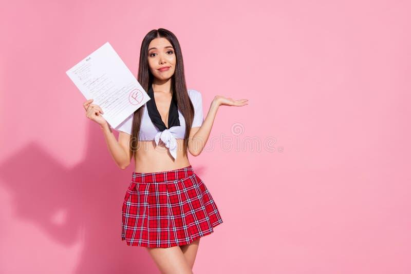 Η φωτογραφία της καταπληκτικής γυναικείας λαβής δίνει στον κατάλογο εγγράφου το φοβερό αποτέλεσμα Ι ένδυση έκφρασης δασκάλων ανάγ στοκ εικόνες με δικαίωμα ελεύθερης χρήσης