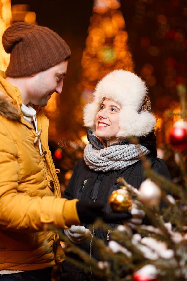 Η φωτογραφία του ευτυχούς ζεύγους στοκ φωτογραφία με δικαίωμα ελεύθερης χρήσης