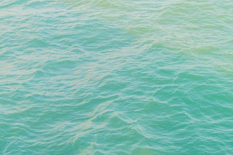 Η φωτογραφία των lippers κυματισμών σχίζει τα γάτα-πόδια στην επιφάνεια του ωκεανού θάλασσας στοκ φωτογραφίες με δικαίωμα ελεύθερης χρήσης