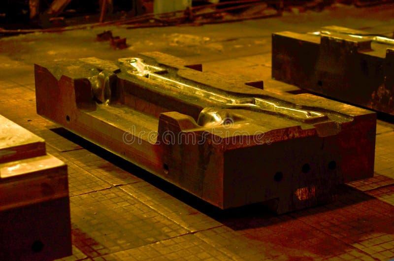 Η φόρμα κύβων υψηλής ακρίβειας για τη ρίψη των αυτοκίνητων μερών αλουμινίου κάνει με το χάλυβα μετάλλων σιδήρου στοκ εικόνα