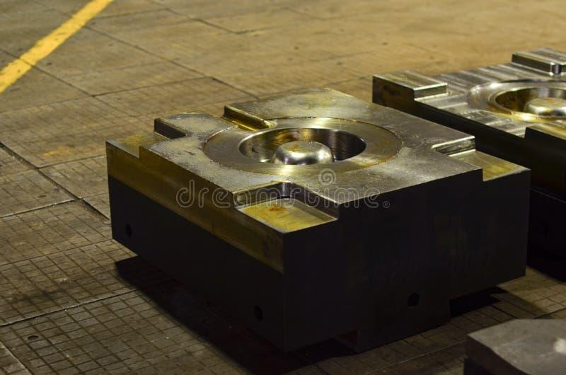 Η φόρμα κύβων υψηλής ακρίβειας για τη ρίψη των αυτοκίνητων μερών αλουμινίου κάνει με το χάλυβα μετάλλων σιδήρου στοκ φωτογραφίες