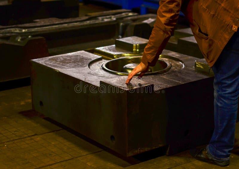 Η φόρμα κύβων υψηλής ακρίβειας για τη ρίψη των αυτοκίνητων μερών αλουμινίου κάνει με το χάλυβα μετάλλων σιδήρου στοκ εικόνα με δικαίωμα ελεύθερης χρήσης