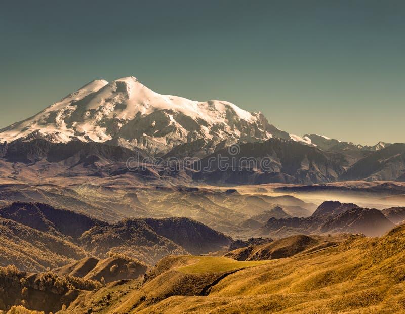 η φύση της Ρωσίας, τοποθετεί Elbrus στοκ εικόνες