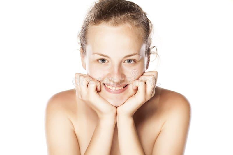 Η χαμογελώντας γυναίκα χωρίς αποτελεί στοκ φωτογραφία με δικαίωμα ελεύθερης χρήσης