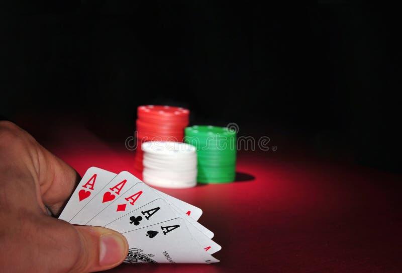 η χαρτοπαικτική λέσχη άσσων πελεκά το πόκερ πέντε στοκ εικόνες