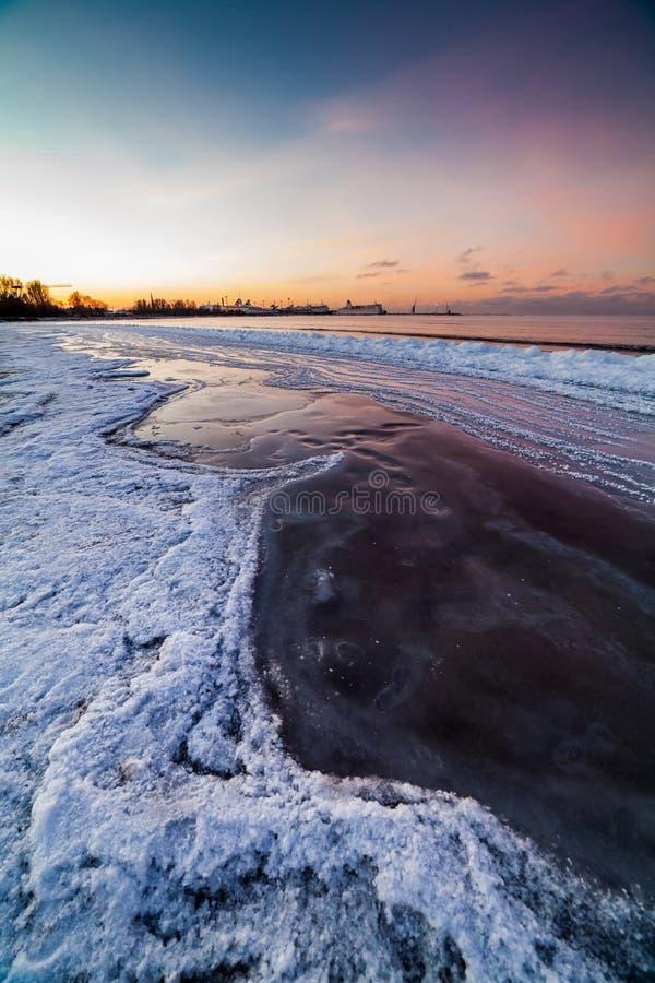 Η χειμερινή θάλασσα της Βαλτικής, Ταλίν στοκ εικόνες