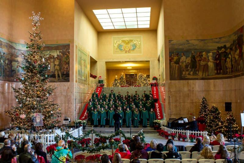 Η χορωδία Γυμνασίου Crossler εκτελεί τα κάλαντα Χριστουγέννων στο κτήριο Capitol στοκ εικόνα