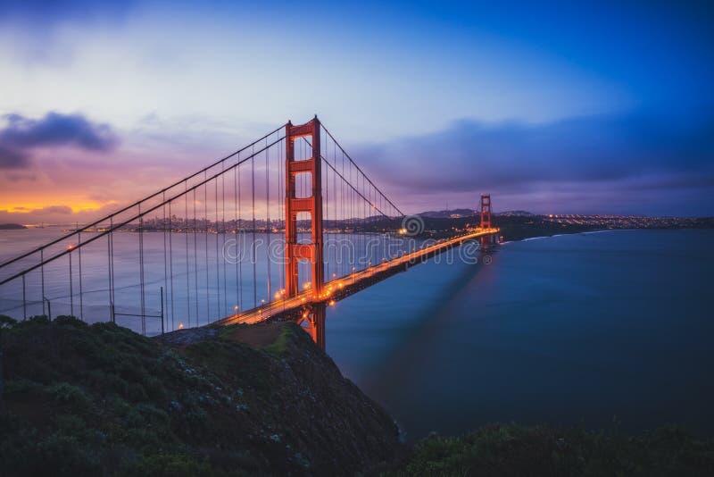 Η χρυσή γέφυρα πυλών στη Dawn στοκ εικόνες