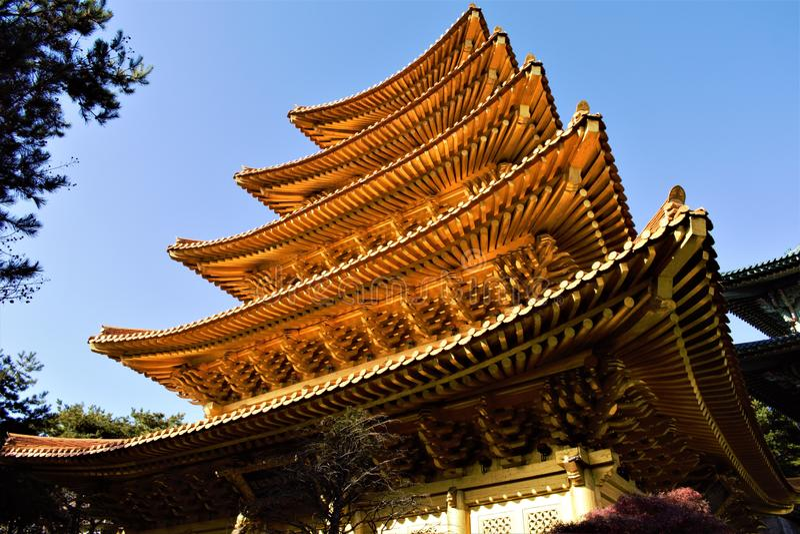 Η χρυσή παγόδα του Jeung SAN κάνει τη θρησκευτική μετακίνηση σε Cheongju, Κορέα στοκ φωτογραφία με δικαίωμα ελεύθερης χρήσης