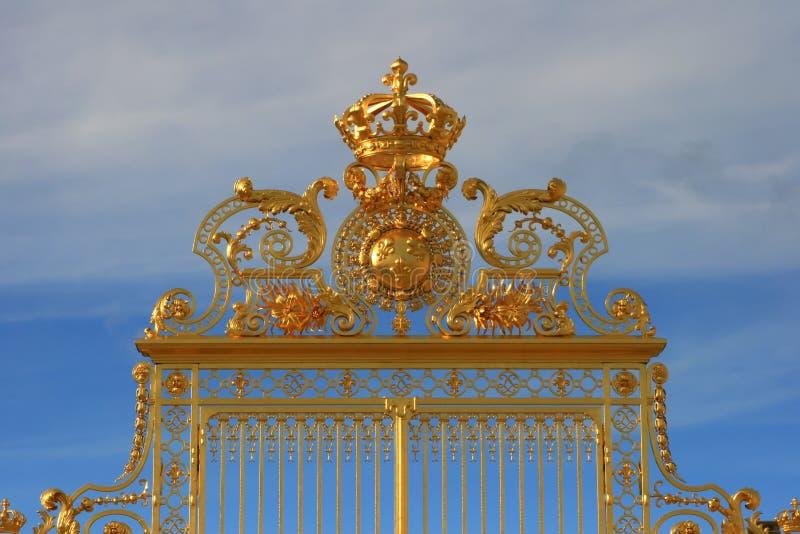 Η χρυσή πύλη του παλατιού των Βερσαλλιών, Γαλλία στοκ φωτογραφία με δικαίωμα ελεύθερης χρήσης