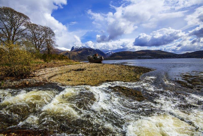 Η όμορφη άποψη σε Corpach κοντά στο οχυρό William στο Χάιλαντς της Σκωτίας στοκ εικόνες με δικαίωμα ελεύθερης χρήσης