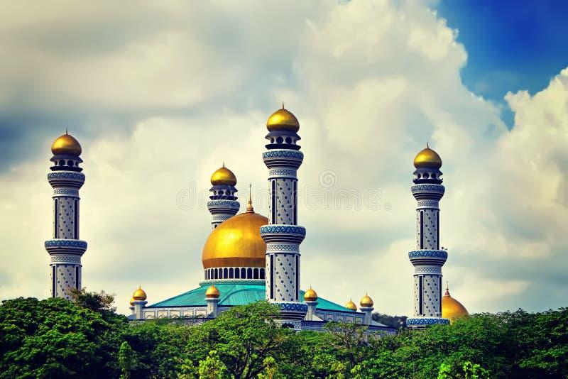 Η όμορφη άποψη Asr Hassanil Bolkiah Jame του μουσουλμανικού τεμένους με Gree στοκ εικόνες με δικαίωμα ελεύθερης χρήσης