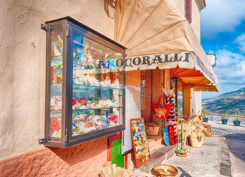 η όμορφη αλέα της παλαιάς πόλης castelsardo στοκ φωτογραφίες