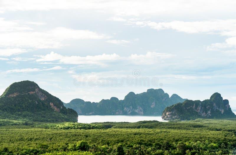 Η όμορφη εποχική περίοδος το πρωί της ανατολής του Samed Nang Αυτή ή η Samed Nang chee είναι το καλύτερο και διάσημο οπτικό σημεί στοκ εικόνες