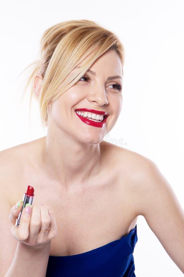 Η όμορφη ξανθή γυναίκα με το κραγιόν που απομονώνεται στοκ εικόνα με δικαίωμα ελεύθερης χρήσης