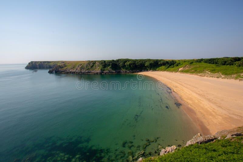 Η όμορφη παραλία κόλπων Barafundle σε Pembrokeshire, νότια Ουαλία στοκ φωτογραφία με δικαίωμα ελεύθερης χρήσης
