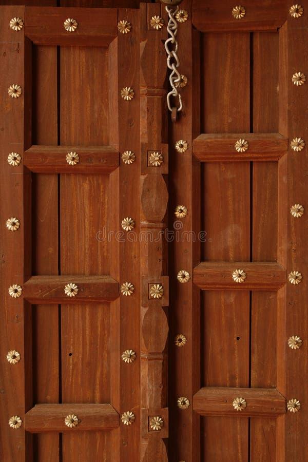 η όμορφη πόρτα ανθίζει χρυσό & στοκ εικόνες