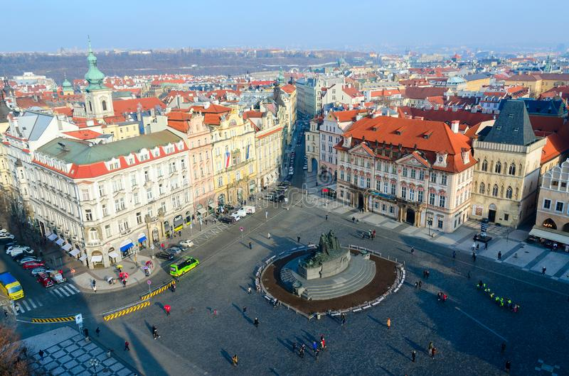 Η όμορφη τοπ άποψη του ιστορικού κέντρου της Πράγας κοιτάζει επίμονα Mesto, παλαιά πλατεία της πόλης, Δημοκρατία της Τσεχίας στοκ φωτογραφία με δικαίωμα ελεύθερης χρήσης