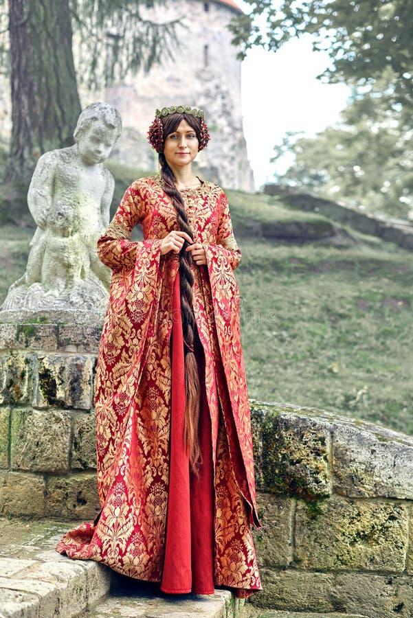 Η όμορφη Isabella της Γαλλίας, βασίλισσα της Αγγλίας στην περίοδο Μεσαιώνων στοκ εικόνες