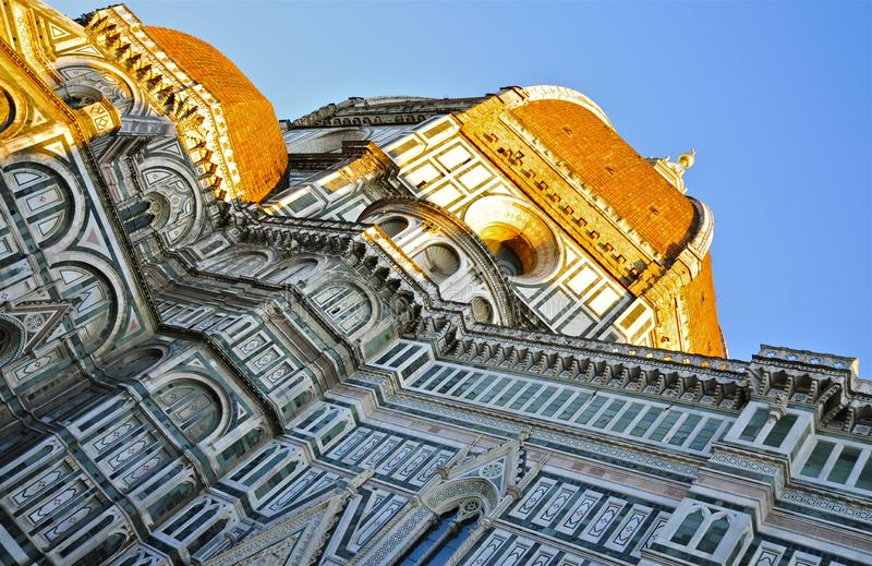 Η όψη του καθεδρικού ναού της Φλωρεντίας το σούρουπο στοκ εικόνες