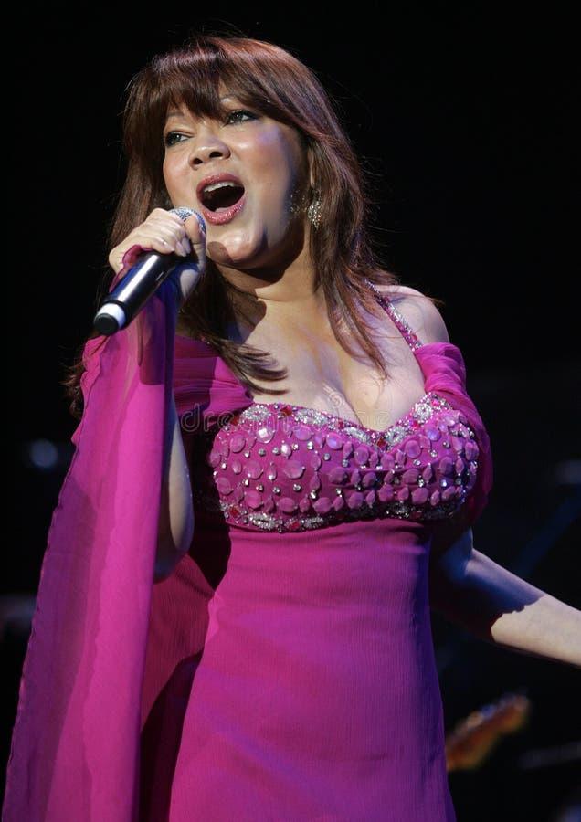 Η Angela Carrasco αποδίδει στη συναυλία στοκ εικόνες