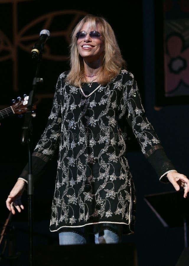Η Carly Simon αποδίδει στη συναυλία στοκ εικόνες