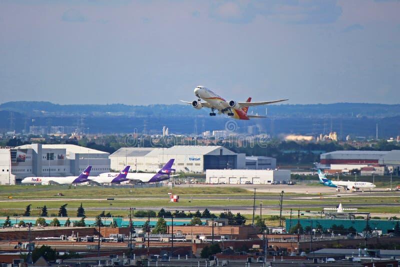 Η Hainan Airlines Boeing 787-9 Απογειώνεται Από Το Αεροδρόμιο Torinto Pearson στοκ εικόνες