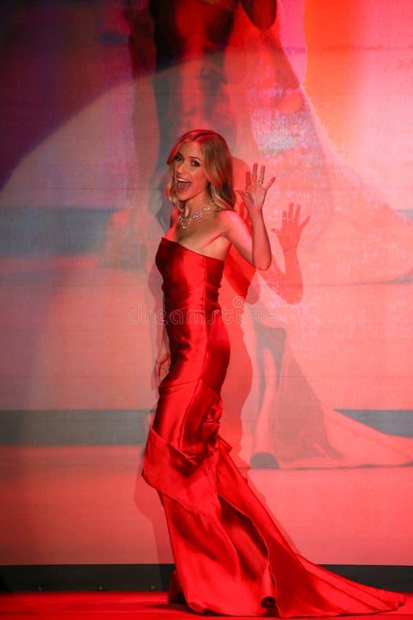 Η Kristin Cavallari περπατά το διάδρομο Go κόκκινη για την κόκκινη συλλογή το 2015 φορεμάτων γυναικών στοκ εικόνα