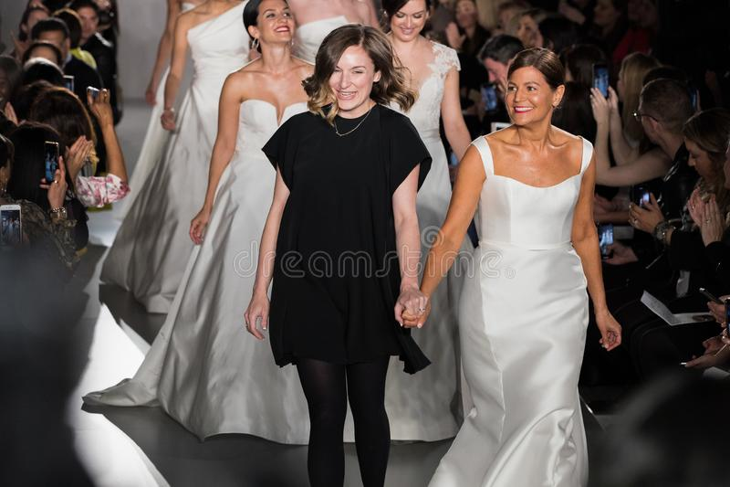 Η Margo Lafontaine και πρότυπα περπατά το φινάλε διαδρόμων κατά τη διάρκεια της νυφικής συλλογής μόδας ανοίξεων του 2020 Amsale στοκ φωτογραφίες με δικαίωμα ελεύθερης χρήσης