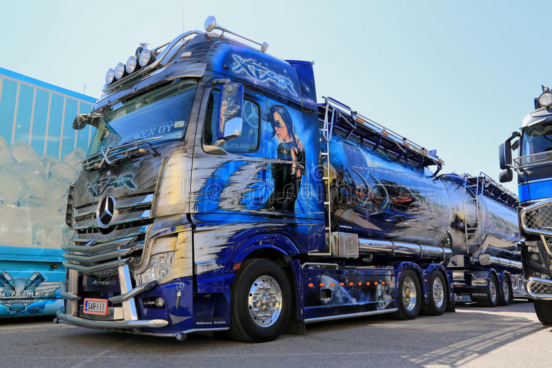 Η Mercedes-Benz Actros Xtar παρουσιάζει φορτηγό στοκ εικόνες