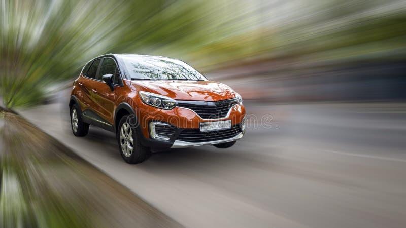 Η Renault είναι ένα κόκκινο αυτοκίνητο στοκ εικόνα με δικαίωμα ελεύθερης χρήσης
