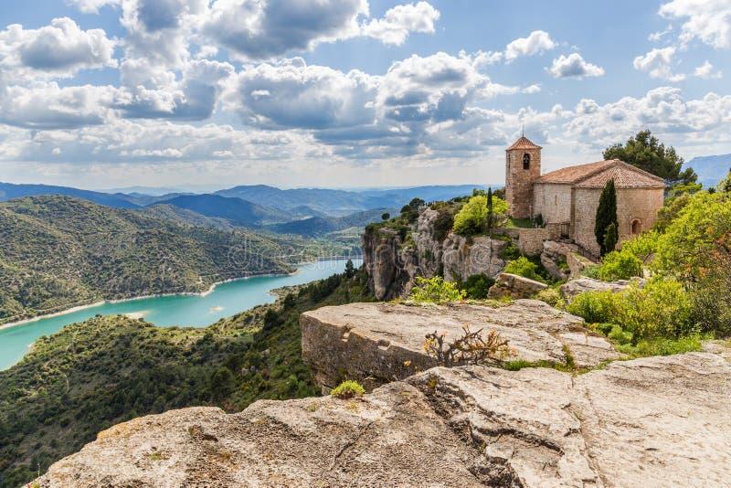Η Romanesque εκκλησία της Σάντα Μαρία de Siurana στοκ εικόνα