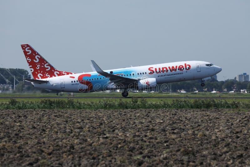 Η Transavia Sunweb livery jet κάνει ταξί στο αεροδρόμιο Schiphol, AMS στοκ εικόνες