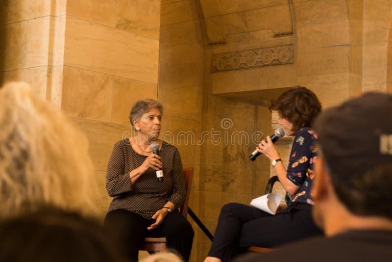 Η Vivian Gornick έρχεται να συζητήσει την περίεργη γυναίκα και την πόλη στοκ εικόνες