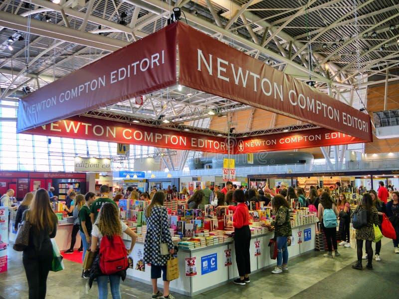 Θάλαμος εκδοτικών οίκων Newton Compton στη διεθνή έκθεση βιβλίων στοκ φωτογραφία