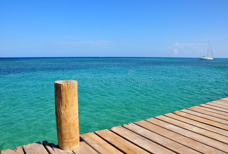 θάλασσα αποβαθρών στοκ φωτογραφία