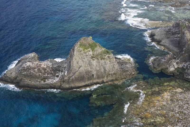 θάλασσα βράχου ηφαιστε&iota στοκ φωτογραφία