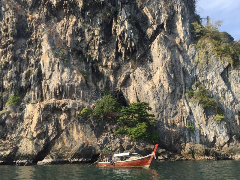 Θάλασσα, νησιά και λέμβοι πλοίου, Ταϊλάνδη στοκ φωτογραφίες με δικαίωμα ελεύθερης χρήσης