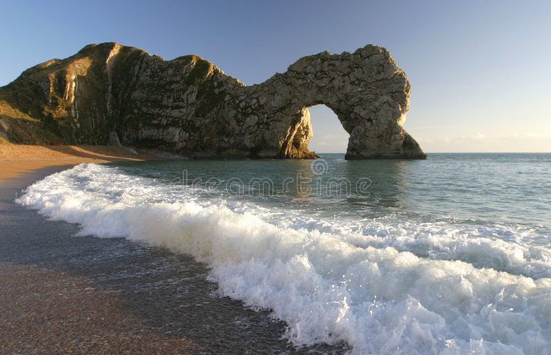 θάλασσα του Dorset πορτών αψίδ&omeg στοκ φωτογραφία με δικαίωμα ελεύθερης χρήσης