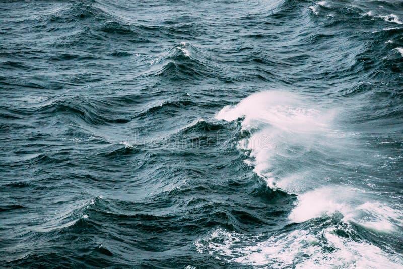 Θάλασσα Ωκεάνιος χρόνος θύελλας κυμάτων Τοπ όψη στοκ φωτογραφία με δικαίωμα ελεύθερης χρήσης