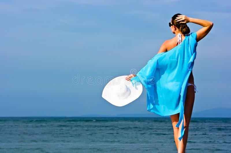 θάλασσα brunette στοκ φωτογραφία με δικαίωμα ελεύθερης χρήσης