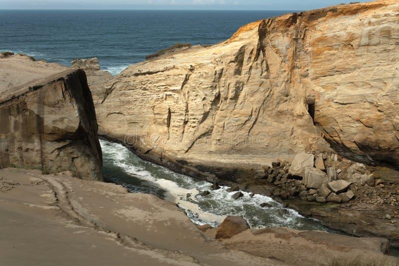 θάλασσα kiwanda απότομων βράχων &alpha στοκ φωτογραφία με δικαίωμα ελεύθερης χρήσης