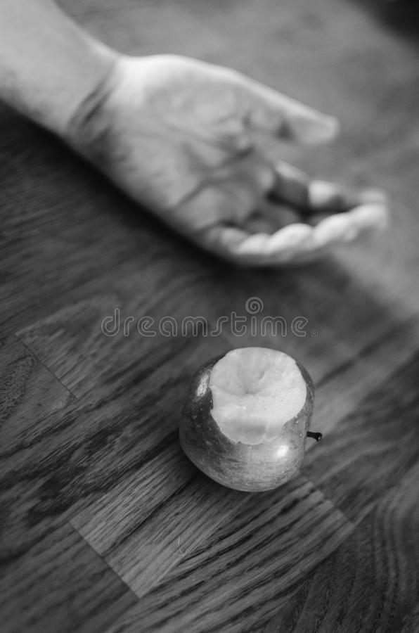 Θάνατος από το δηλητηριασμένο μήλο στοκ φωτογραφία