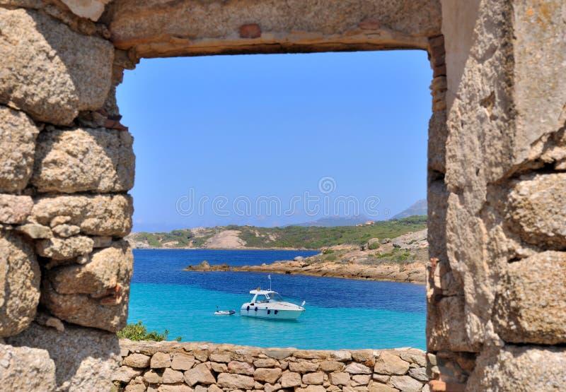 Θάλασσα μέσω ενός παραθύρου στοκ φωτογραφίες με δικαίωμα ελεύθερης χρήσης