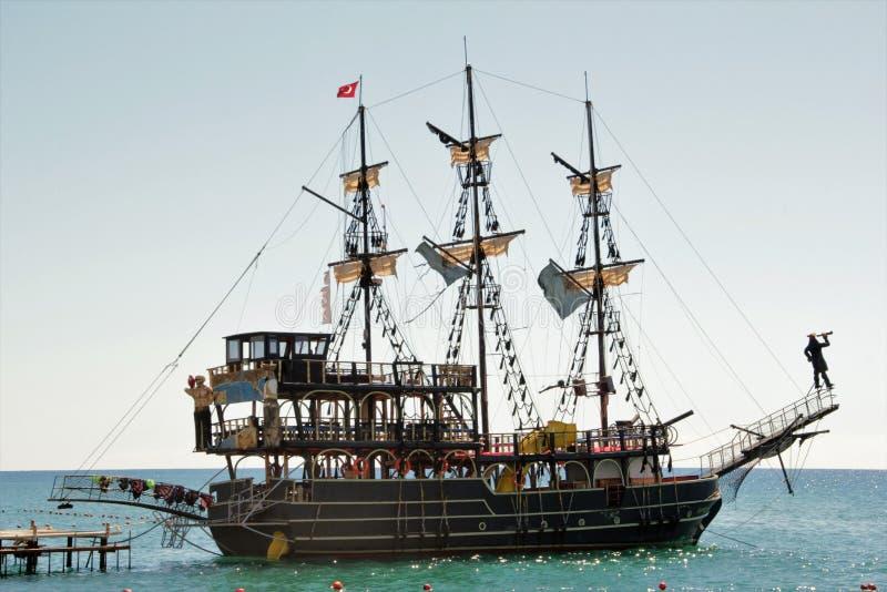 Θάλασσα σκαφών φρεγάτων πειρατών στοκ φωτογραφία με δικαίωμα ελεύθερης χρήσης