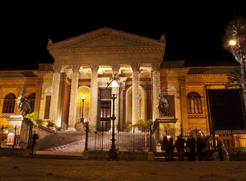 Θέατρο ο Massimo τή νύχτα στοκ φωτογραφία με δικαίωμα ελεύθερης χρήσης