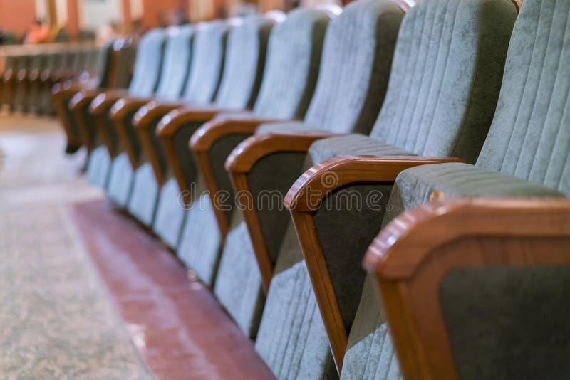 Θέατρο πολυθρόνων Κλασσικά καθίσματα θεάτρων βαθιά στοκ εικόνα