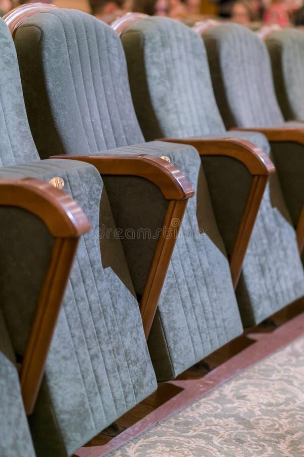 Θέατρο πολυθρόνων Κλασσικά καθίσματα θεάτρων βαθιά r στοκ εικόνα