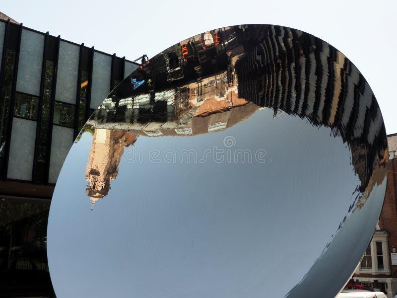 Θέατρο του Νόττιγχαμ ο καθρέφτης ουρανού από Anish Kapoor στοκ φωτογραφίες με δικαίωμα ελεύθερης χρήσης